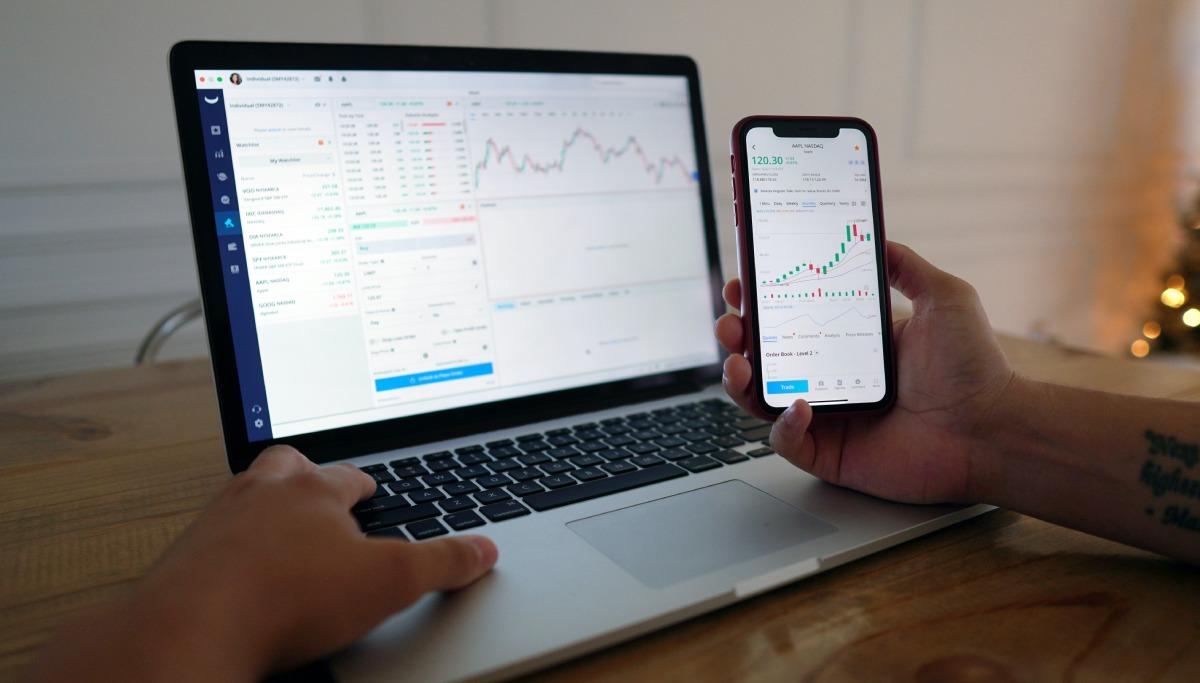 Learning market relevant information